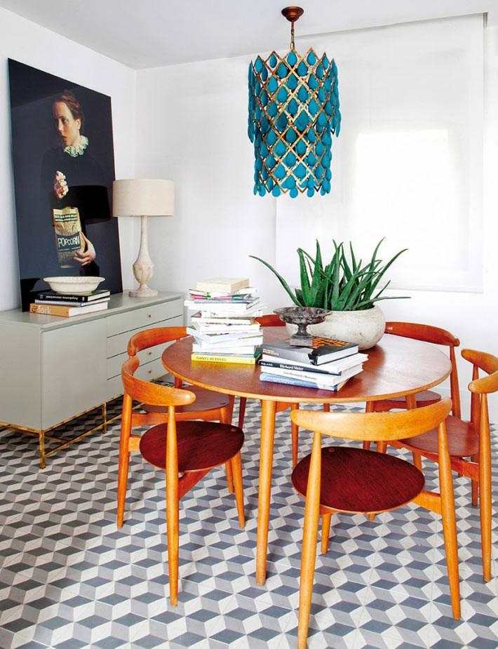 ретро-мебель для семейного обеда, голубая ярусная люстра