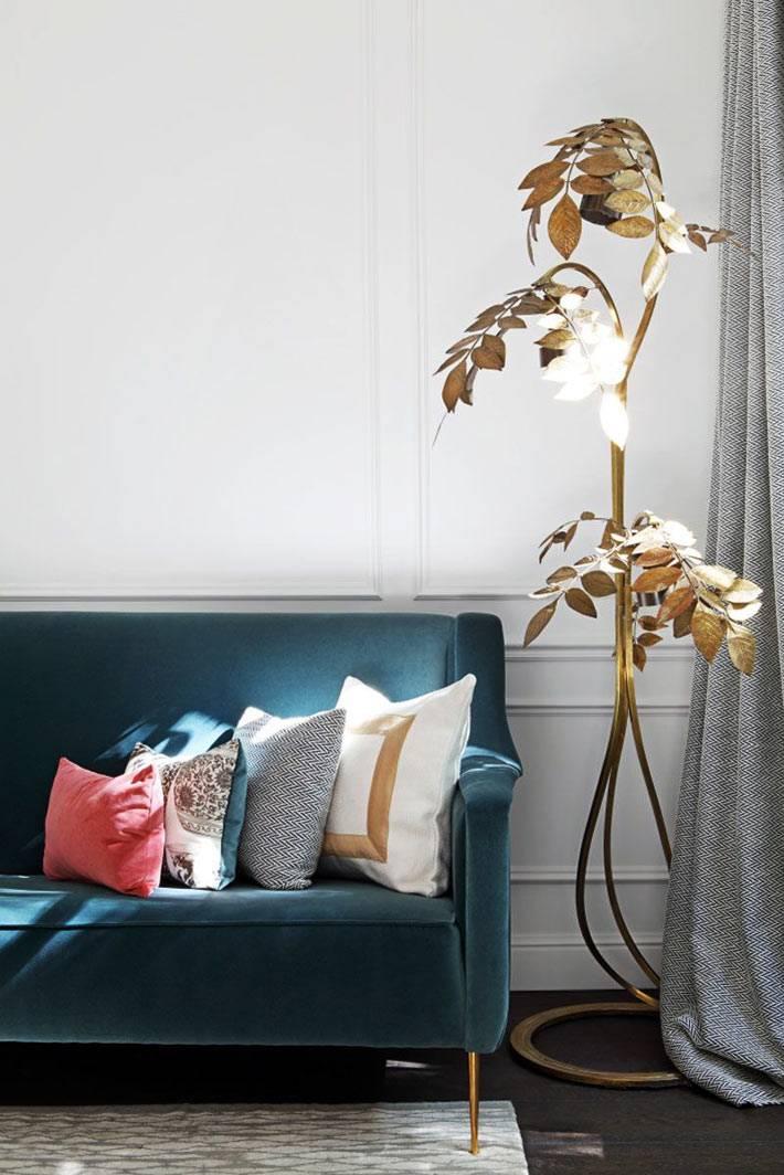 бронзовый торшер в виде изогнутой ветки с листьями фото