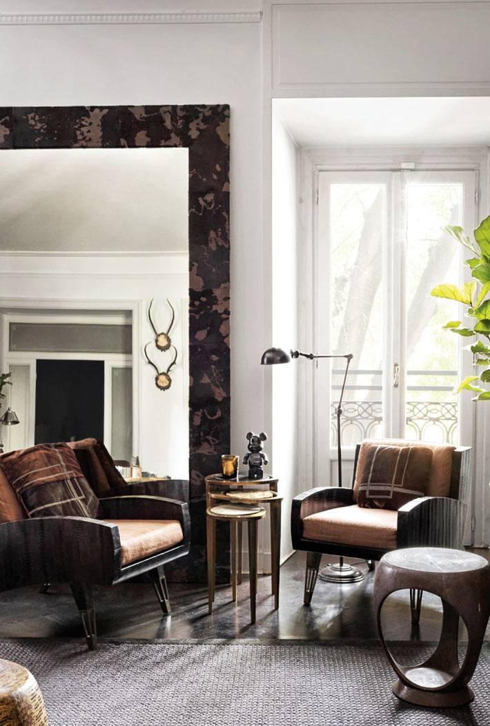 стильные дизайнерские кресла в миланской квартире дизайнера