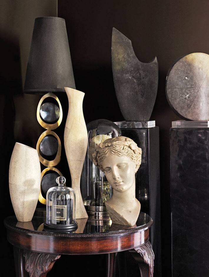 глиняный женский бюст и другие произведения искусства