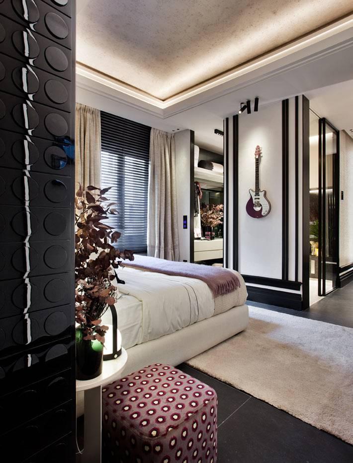 мини-гардеробная комната в семейной спальне