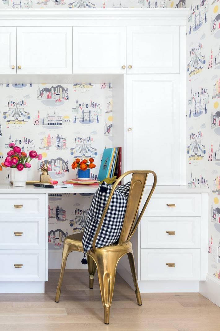 детский письменный стол со шкафичками и антресолями