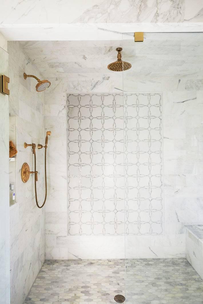 керамическая плитка с марокканским узором в душевой