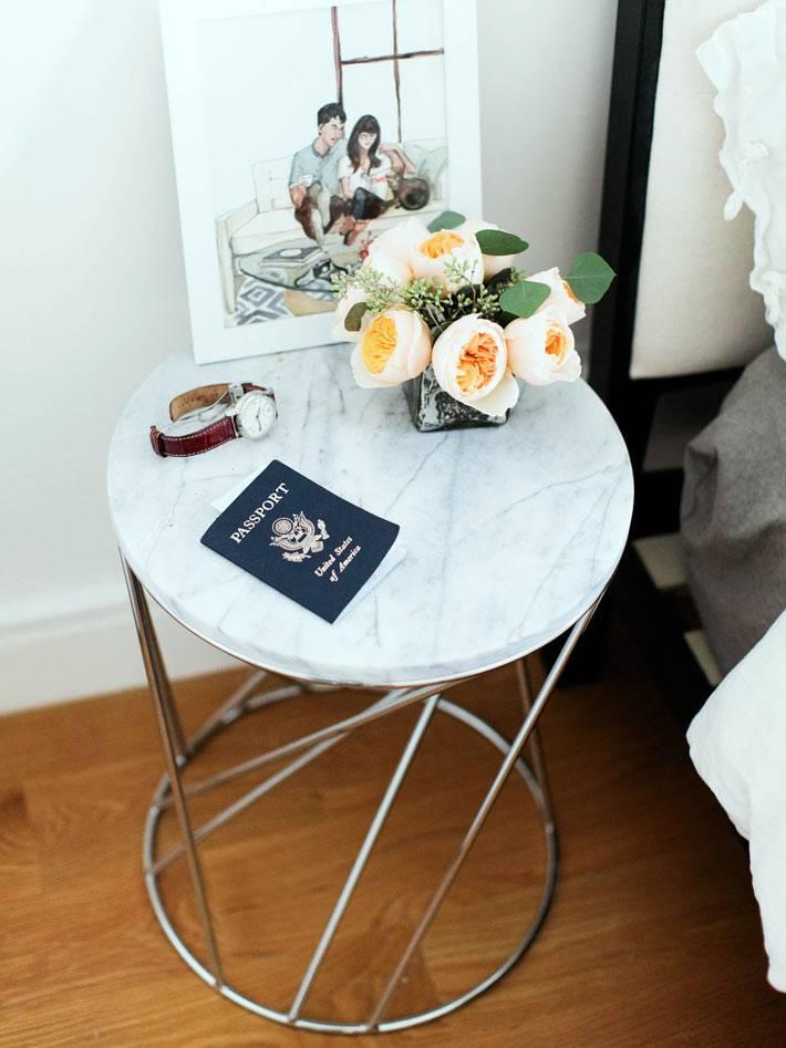 совеменный прикроватный столик на железных ножках