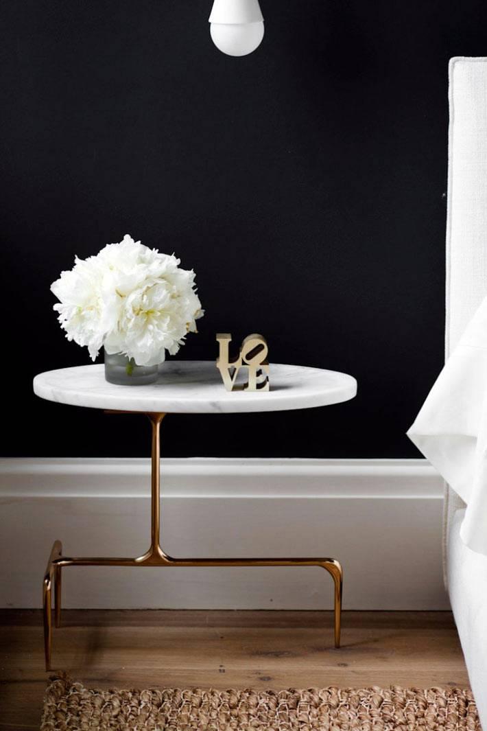 оригинальный дизайн прикроватного столика из латуни и мрамора