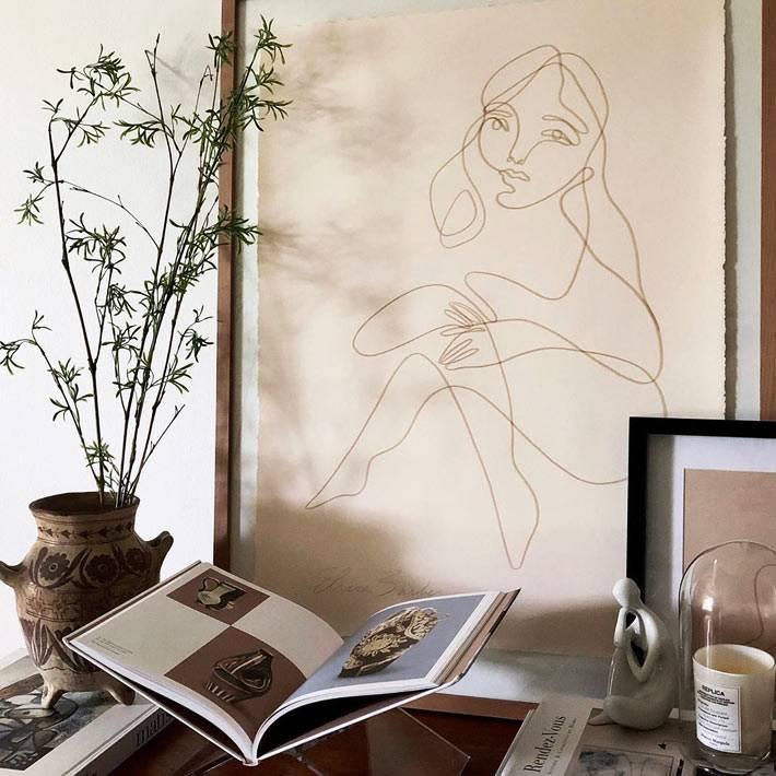 рисунок карандашом в рамке на стене фото
