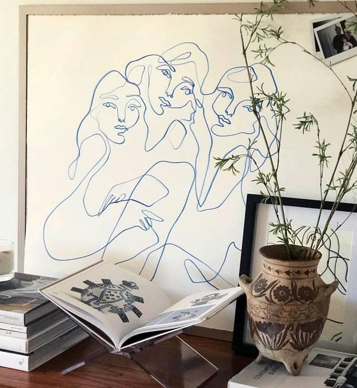 квадратная картина с минималистичным рисунком женщин