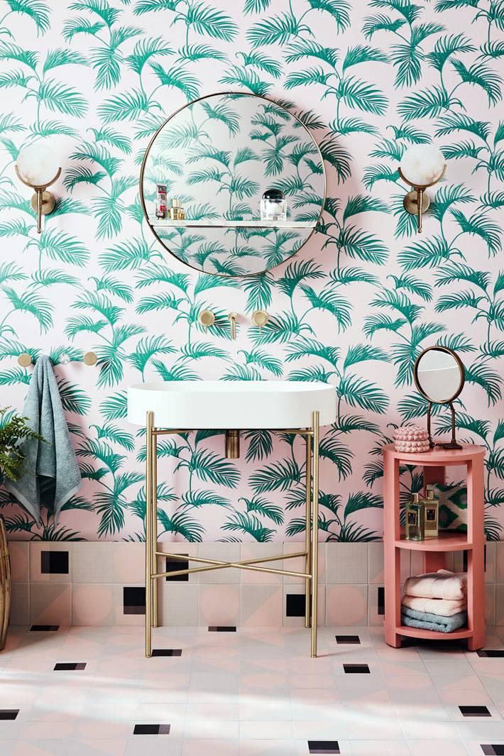 обои с тропическим рисунком в ванной, раковина на золотых тонких ножках