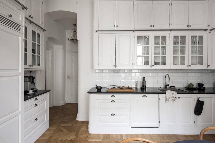 кухонные антресоли в два яруса под потолок фото