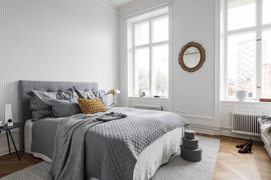 спокойная серая цветовая гамма в спальне без штор