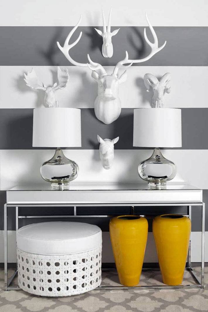 белый искусственные бюсты животных как украшение стен интерьера
