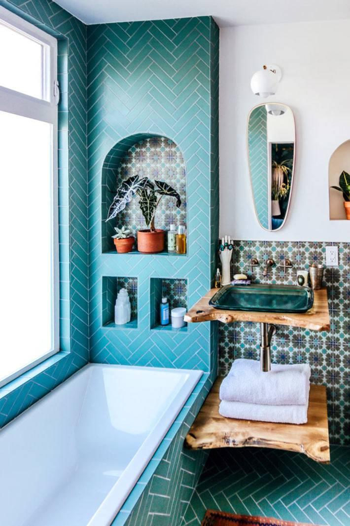 ниши в ванной, бирюзовая кафельная плитка фото