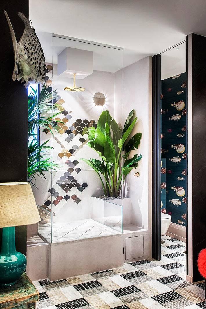 живые растения в душевой кабине за стеклом фото