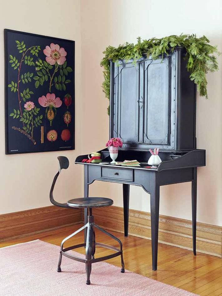 гирлянды из хвойных веток в украшении мебели и интерьера