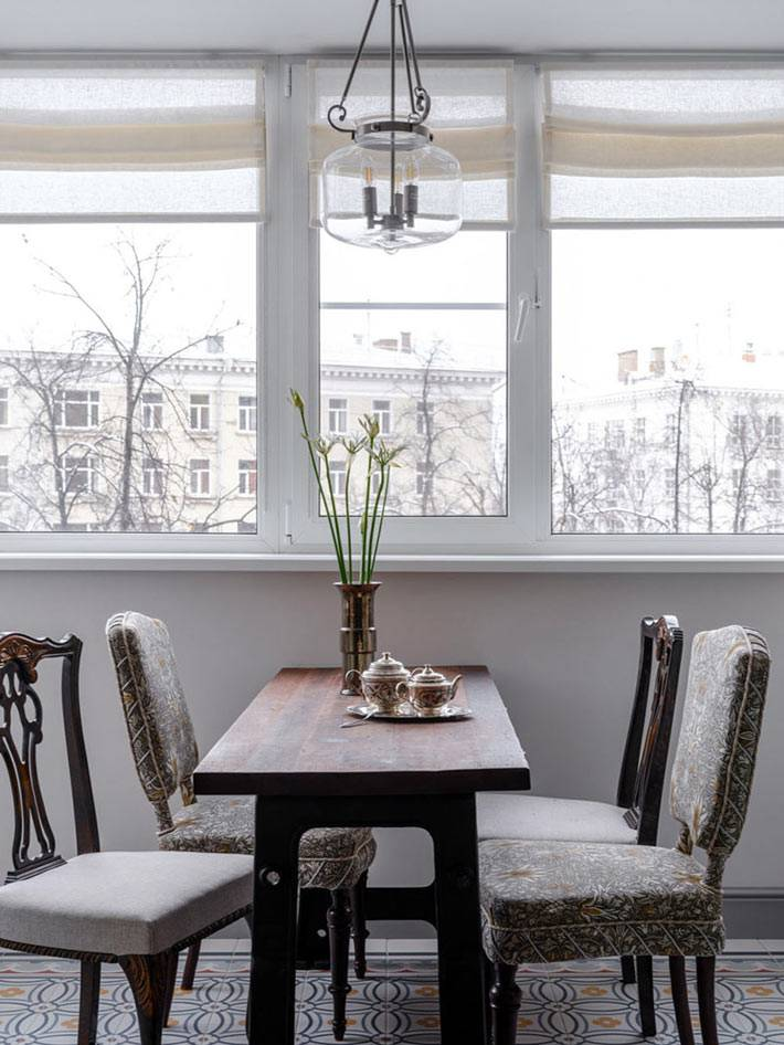 лоджия, объединённая с кухней стала прекрасным обеденным залом