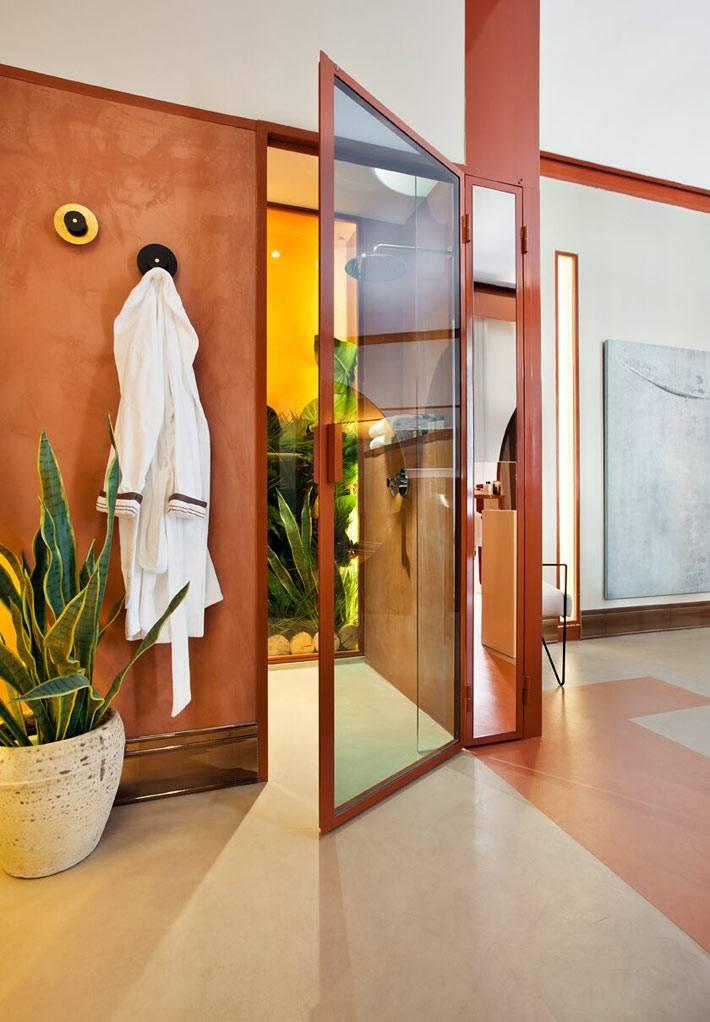 стеклянная дверь в ваную комнату, терракотовый цвет в интерьере