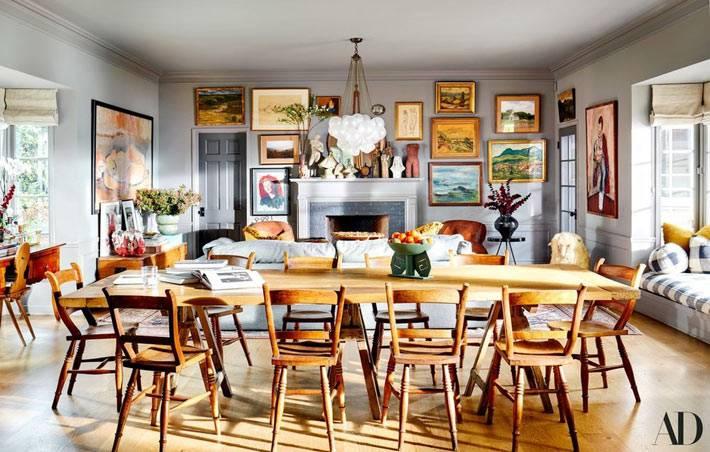 большой стол дл обедов из светлого деревав гостиной фото