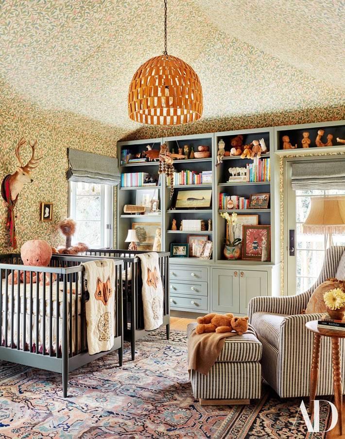 классная детская комната в мансардном помещении фото