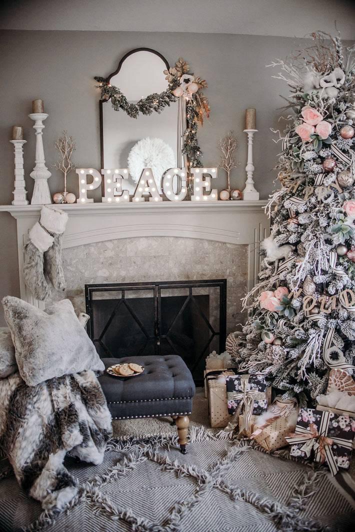 красивый интерьер с новогодним декором серого цвета фото