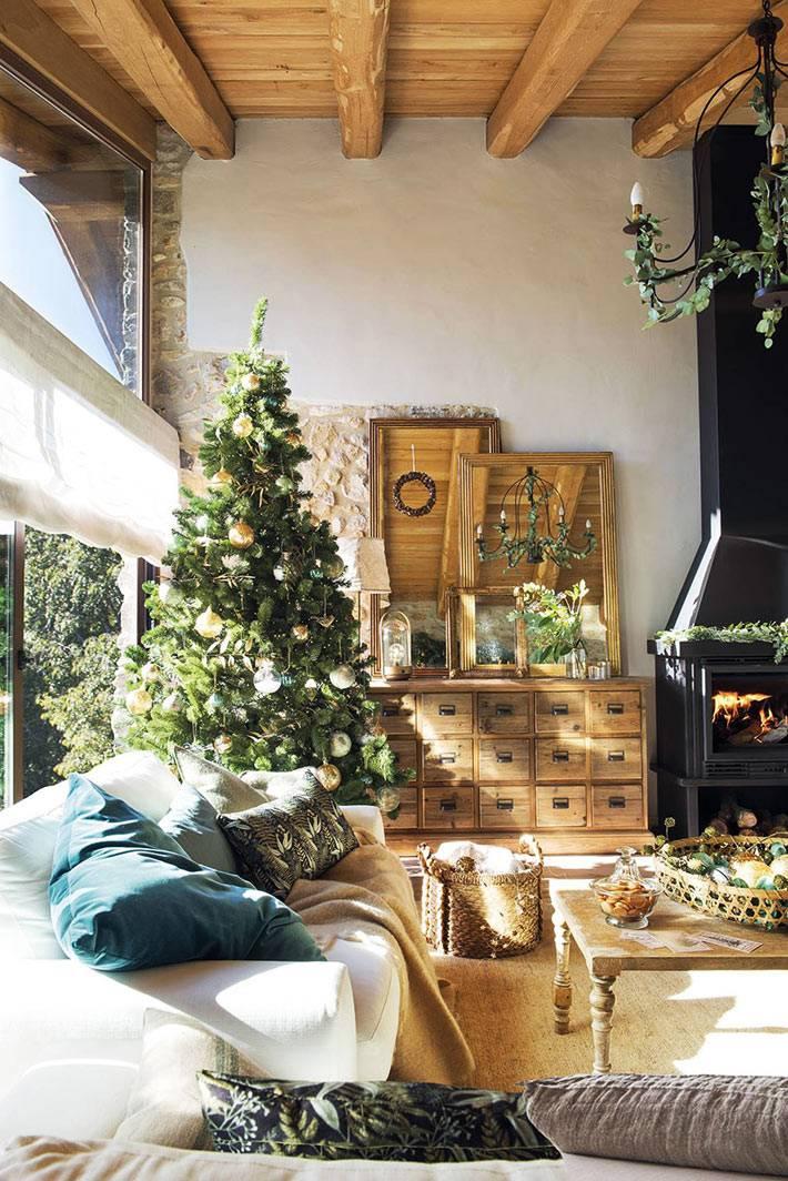 винтажный комод с ящичками, дом в рустик стиле фото