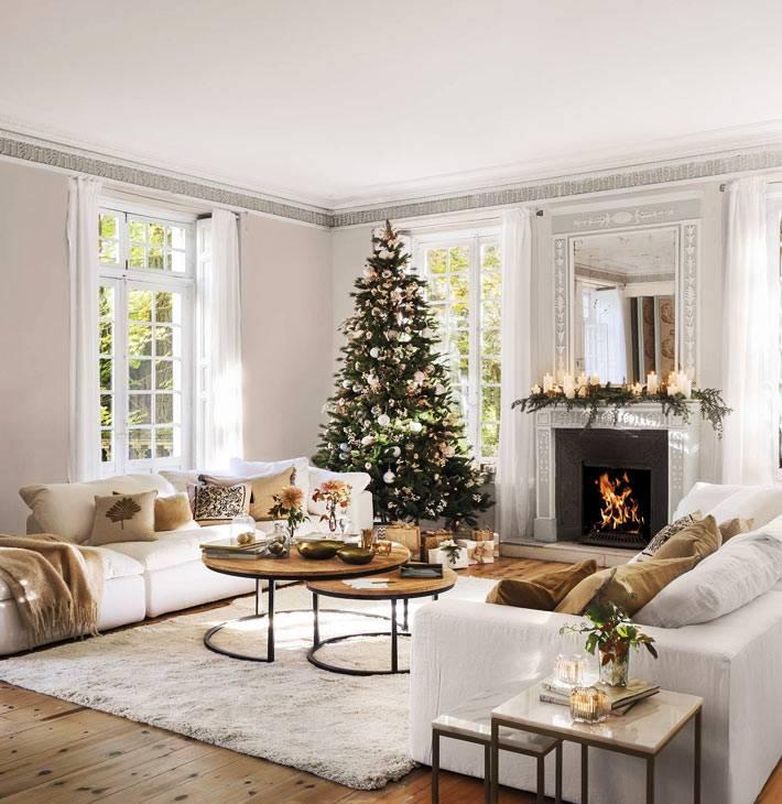ёлка и новогодняя тематика в тёплом испанском доме