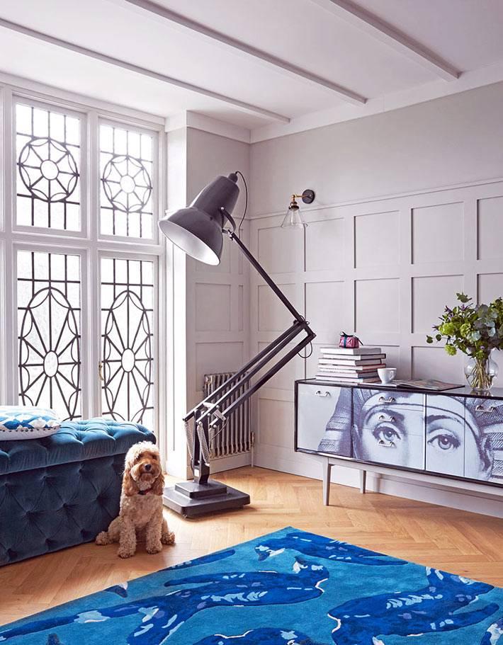 современный напольный торшер в виде настольной лампы фото