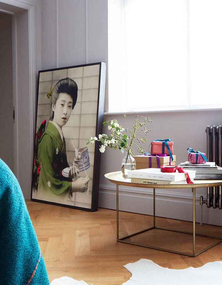 современная картина с японской женщиной в спальне фото
