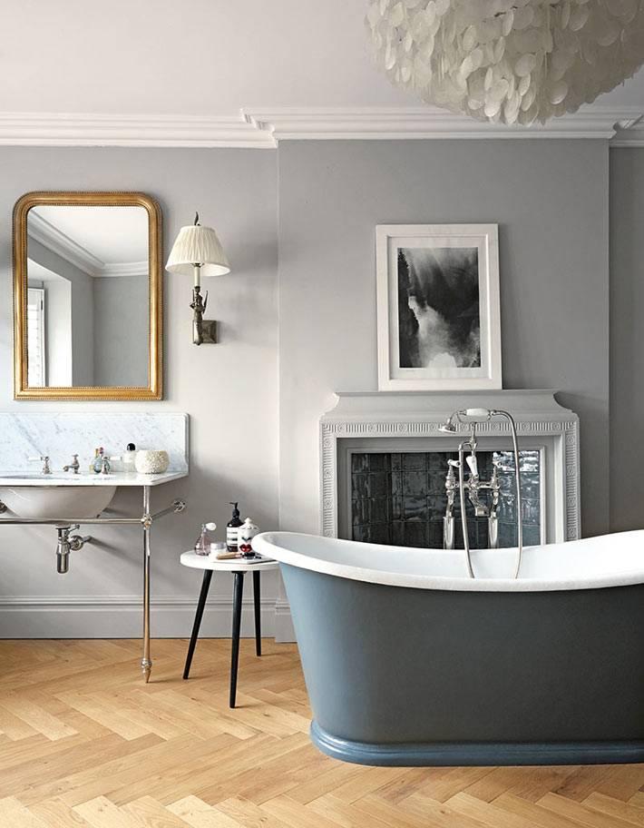 благородная ванная комната в сером цвете с камином