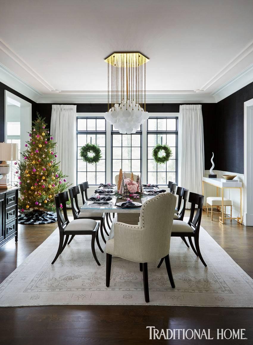 великолепная столовая с черными стенами и белыми шторами