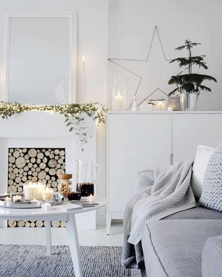 белый скандинавский новогодний интерьер с камином