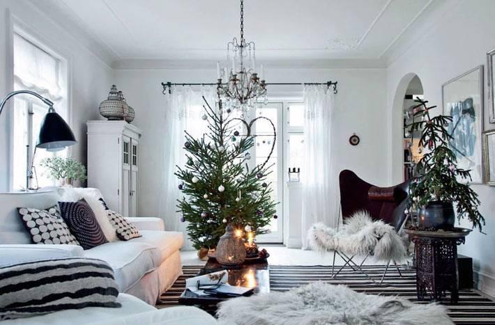 две ёлки в одной комнате для праздничного интерьера
