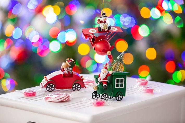 игрушки на ёлку в виде машинок и самолётиков фото