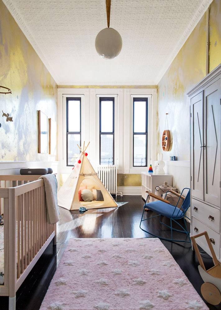 отдельная комната для младенца с вигвамом и детской мебелью