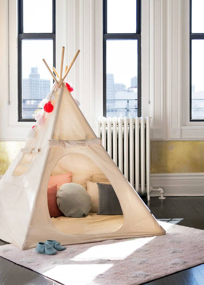 детский игровой вигвам с матрасом и подушками внутри