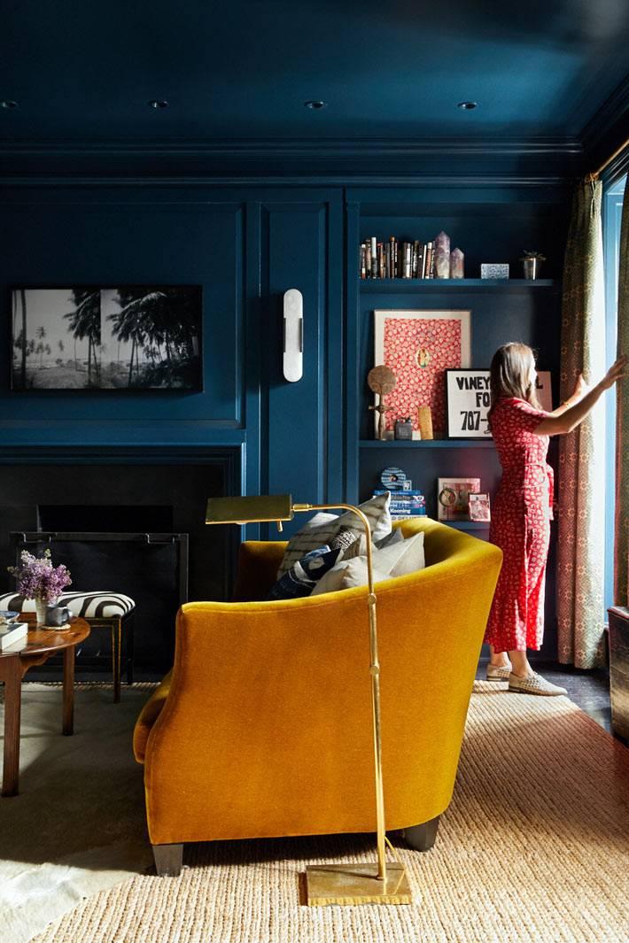 яркие краски в небольшой квартире для сдачи в аренду