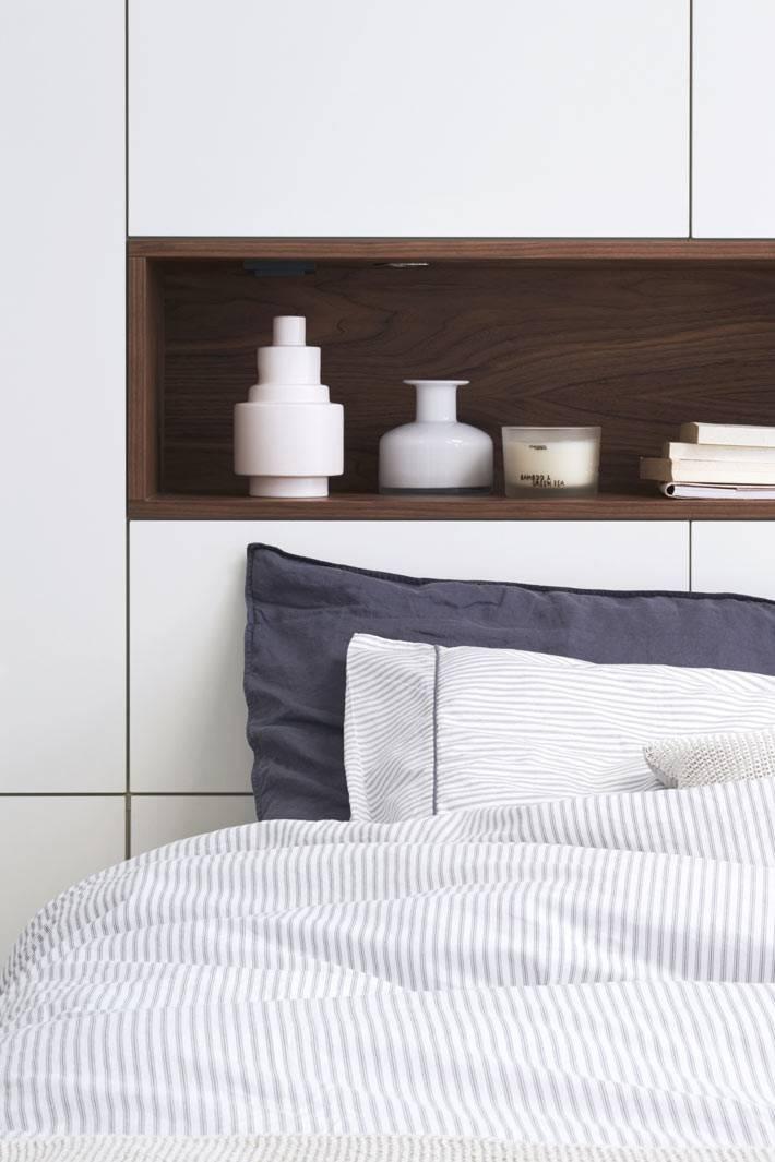 деревянная ниша в стене над кроватью фото