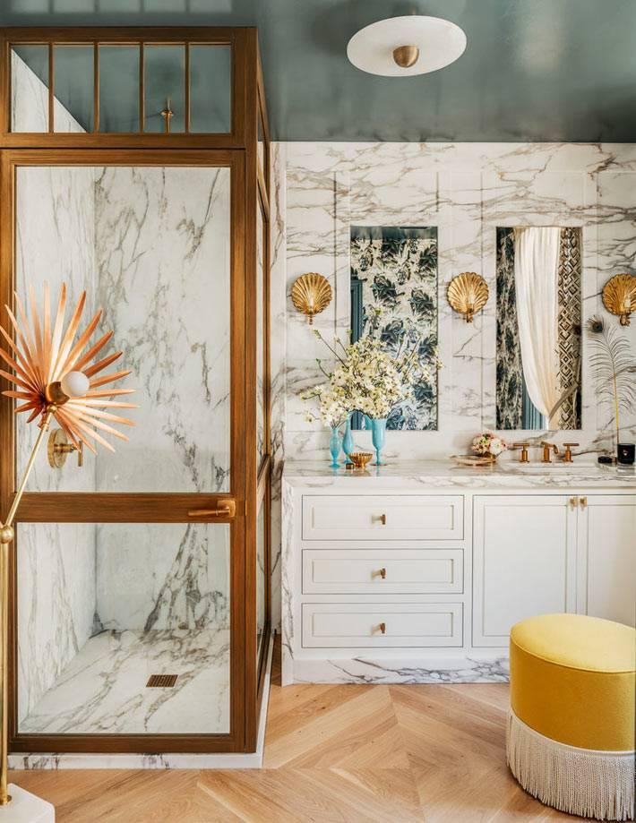 мрамор и латунь в сочетании дизайна ванной комнаты фото