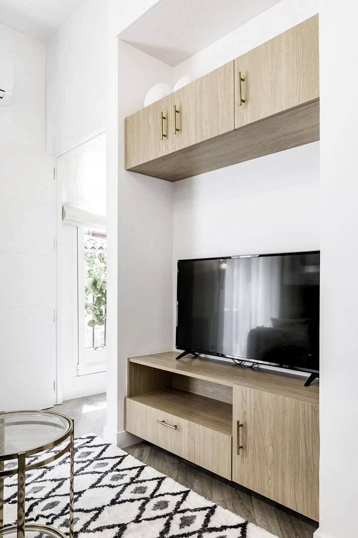 деревянная тумба под телевизор в маленькой квартире