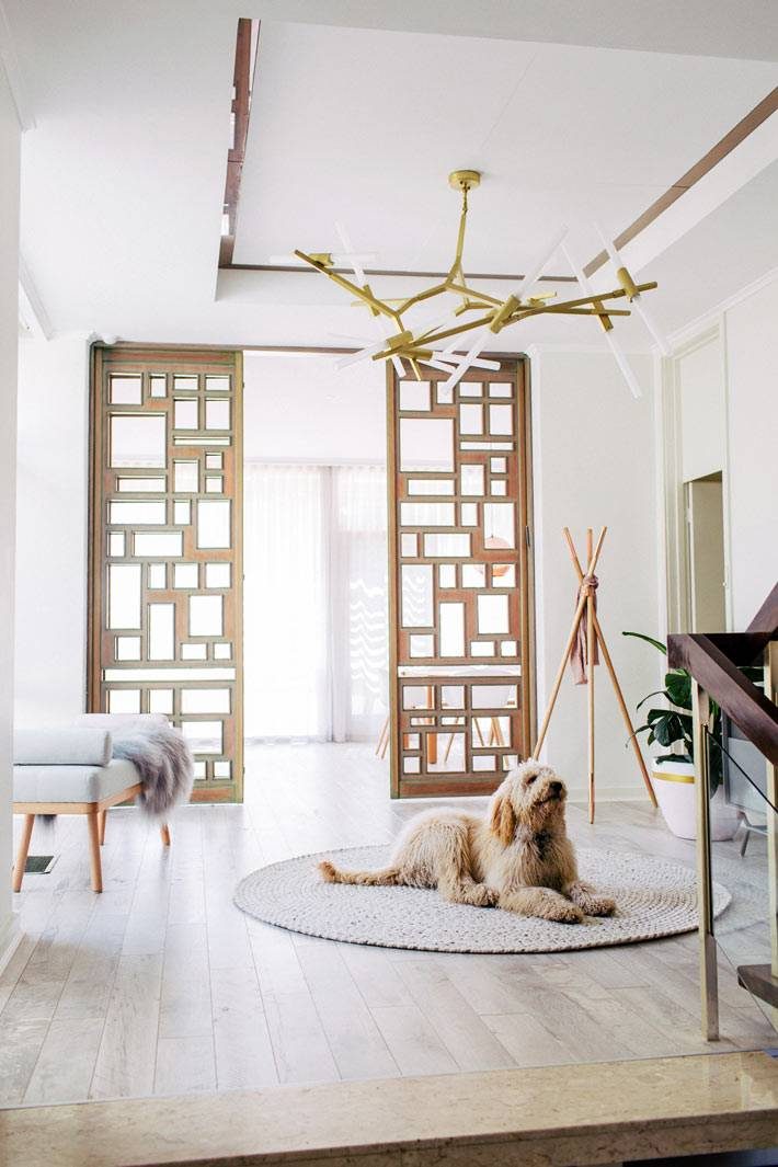 раздвижные межкомнатные деревянные двери в доме