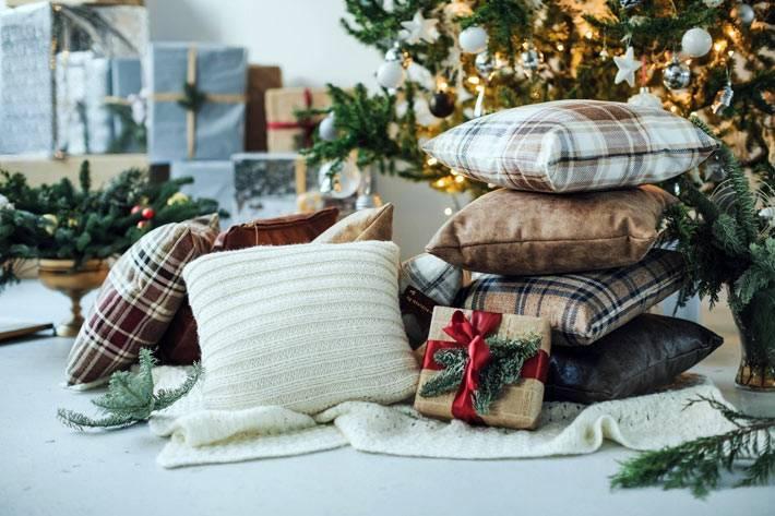 уютные декоративные подушки из фланели и меха фото