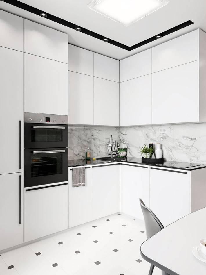современная кухня со встроенной техникой и подсветкой