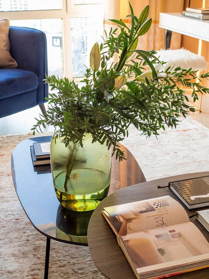 цветы и книги как украшение гостиной фото