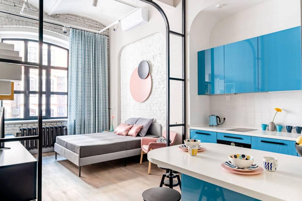 современная квартира в стиле лофт с белой кирпичной стеной
