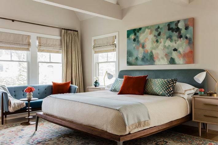 мягкие текстуры и пастельные тона в интерьере спальни фото