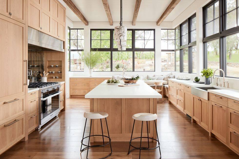 панорамные окна по всему периметру кухни в доме