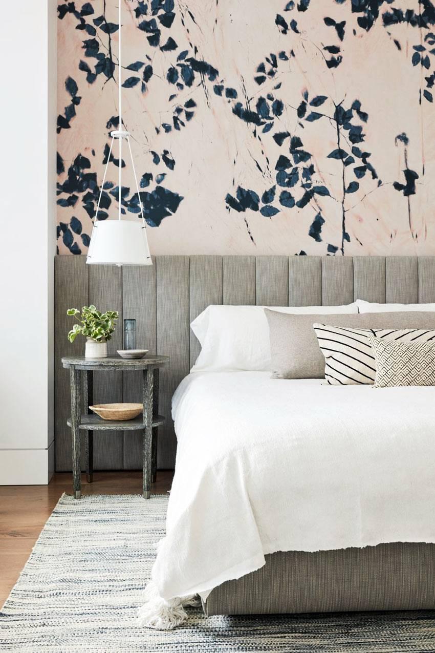 настенная флористическая роспись в дизайне спальни фото
