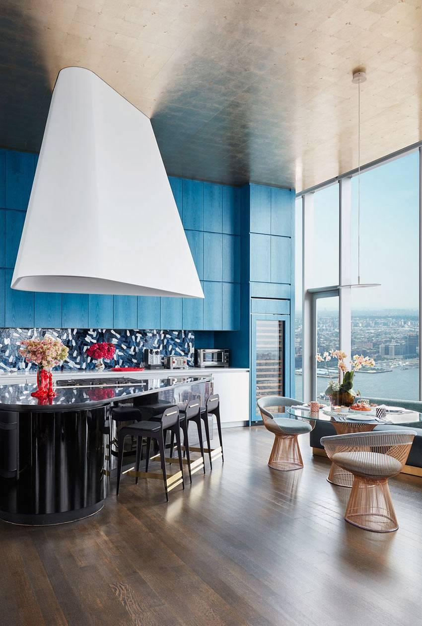 Квартира в небоскребе на Манхеттене с высокими потолками