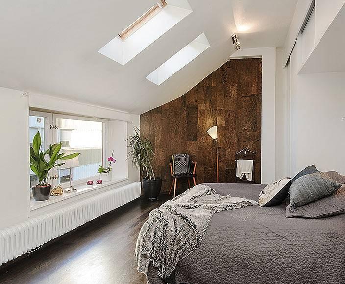 Мансарда: как обустроить интерьер в помещении со скошенными потолками?