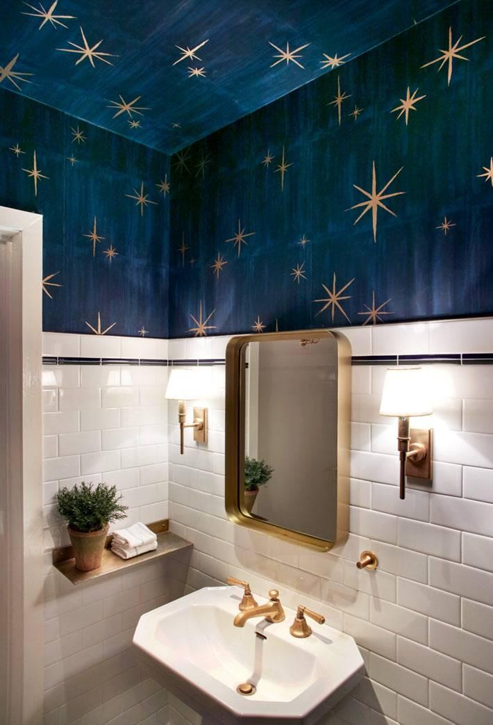 потолок. выкрашенный в синий цвет с нарисованными звездами
