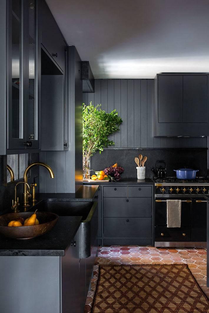 стильная кухонная мебель черного цвета фото